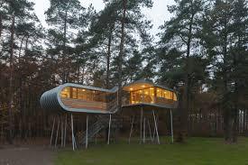 how to build a treehouse. How To Build A Tree House Outside Treehouse O