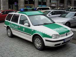 File:VW Golf Variant TDI Mk.IV 2001-2006 Bundespolizei Germany ...