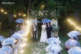 Đám cưới cực độc đáo tại Đà Lạt: Nhờ trời mưa mà cô dâu - chú rể xoay  chuyển tình thế tạo cục diện