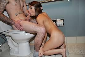 Porno blowjob in toilets