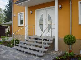 Zu jeder gelieferten treppe bekommen sie eine ausführliche und die steigungshöhe ist der abstand von einer stufe zur nächsten. Eingangstreppen