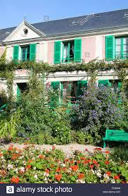 Teil Von Monets Haus Mit Grünen Fensterläden Und Rosa Wände Giverny