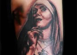 Suora Si Fa Tatuare 4 Simboli Sacri Se Peccato Mi Confesserò