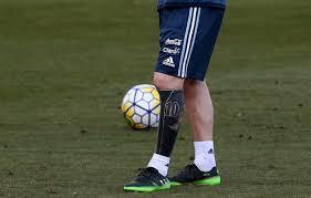 Ze Slušňáka Drsňákem Messi Dál Mění Image Ukázal Potetovanou Nohu