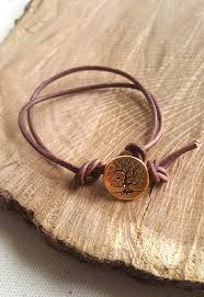 want to show off a beautiful on make this simple 3 knot bracelet