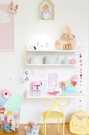 How sweet is this girls room?One lucky little girl! Serious shelf envy;