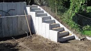 Die preise für treppen hängen von der konstruktionsart ab. Granit Stelen Youtube