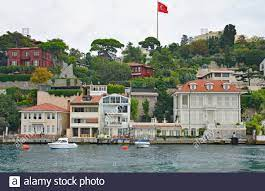 The waterfront of the Kandilli district in Uskudar on the Asian side of  Istanbul, Turkey Stock Photo - Alamy