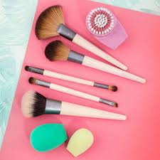 these best selling makeup brushes on amazon all have over 1000 reviews