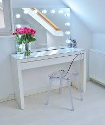 ik kan stoppen met zoeken de spiegel komt van de tafel is ikea malm ik vind spiegel met lampen erg mooi