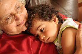 Resultado de imagen para abuelas enfermas obligadas a criar a sus nietos