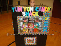 Diy Vending Machine Costume Cool Homemade Vending Machine Costume That Actually Dispenses Candy