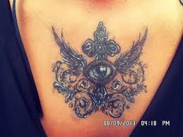 глаз с крестом тату на груди у девушки добавлено алёна маслова