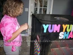 Homemade Candy Vending Machine Awesome Homemade Vending Machine Costume That Actually Dispenses Candy