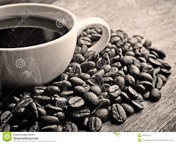Legno Bianco Nero : Caffè in bianco e nero sul lerciume di legno fotografia stock