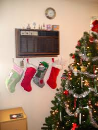 Decorate Your Small Space Into a Christmas Wonderland, Small Christmas Tree Decorating  Ideas 01 for. Apartment ...