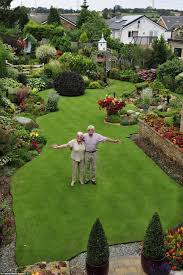 As I'm sure you will all agree, maintaining gardens is a full-time job. And  one British man takes this literally.