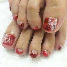 赤 ピンク ネイル 足