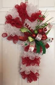 How To Decorate A Cane Awesome Ideas For Candy Cane Christmas Wreath Candy cane wreath 92