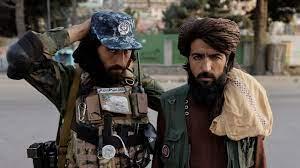 """أفغانستان: """"طالبان"""" تهدد الحلاقين بالعقاب إذا لم يتوقفوا عن حلاقة لحى  الزبائن"""
