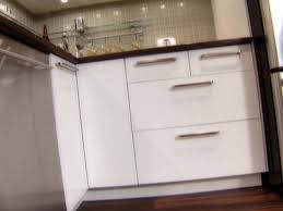 Installing Cabinets In Kitchen Installing Kitchen Cabinets How Tos Diy
