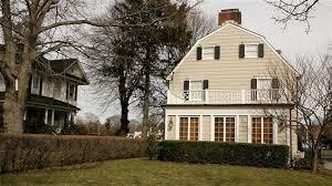 la maison du 112 ocean avenue à amityville aux États unis a inspiré une série de livres et de films d horreur photo getty images paul hawthorne