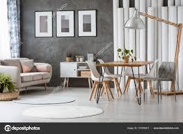 Esszimmer Mit Kunststoff Stühle Stockfoto Photographee