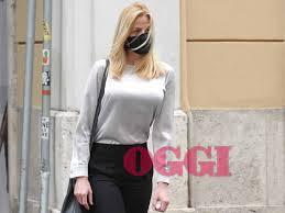 Olivia Paladino, la compagna di Giuseppe Conte in giro con la mascherina
