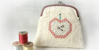 You Can Do So Much With This Apple Quilt Block! - Quilting Digest & Apple Pouch Adamdwight.com