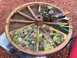 diy wagon wheel creative garden container design