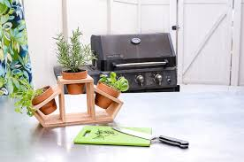 create a countertop herb garden with this 15 minute craft clay pots and a cedar fence picket are turned into a beautiful kitchen herb planter