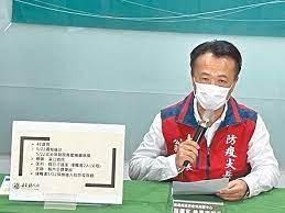 新冠肺炎疫情當前,台灣已進入社區感染,因連日單天暴增破百本土案例,衛福部已不再一一公布確診者足跡,網友自製地圖,只要透過 google maps 就能查出「確診者足跡」以及所在地是否為高風險區。 google地圖就能查「確診者足跡」、「紀錄14天行蹤」! Qgr9htn1pb9t M