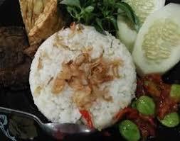 Nasi liwet khas sunda memiliki ciri khas yaitu nasi dengan tekstur yang pulen. Resep Nasi Liwet Sunda Komplit 3 Piring Sehari