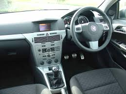 Vauxhall Astra Estate Review (2004 - 2010) | Parkers