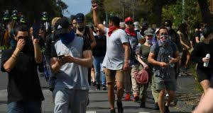 Demonstrators in melbourne clashed with police on saturday after protesting the city's strict lockdown rules.melbourne was put under sudden restrictions. Melbourne Anti Lockdown Protesters Arrested And Chased By Police On Horseback