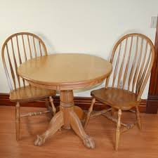 amish made oak round table and two chairs ebth