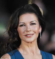 if you have almond eyes like catherine zeta jones take a full fan of lashes both