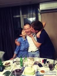 Ma Yili kisses Wen Zhang on birthday - Entertainment News - SINA English