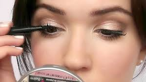 applying lashes