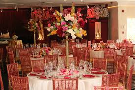 Delectable Decorations Cozy But Elegant Christmas Party Table .