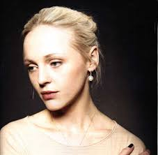 Laura Marling, introduces herself timidly to the Théâtre de L'Alhambra crowd, but that certainly wasn't it. One minute later she belts out 'The Muse', ... - laura-marling_paris-alhambra-paris