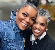 Yvette Nicole Brown Mourns the Death of Her Mother Fran: 'She Was ...
