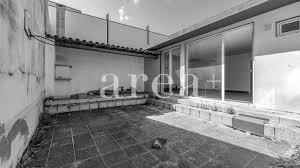 Uma parte em pedra cobre a garagem, outra parte branca leva à entrada da casa e, no andar superior, dois cubos que se abraçam,&nbsp. Duas Moradias M2 1 Para Renovar Em Vila Verde Area Imobiliaria