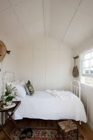 Extremely tiny bedroom Bedroom Decorating Tiny Bedroom Small White Bedrooms Very Small Bedroom Small Guest Rooms Tiny Pinterest 381 Best Tiny Bedrooms Images Design Interiors Home Decor Living