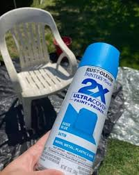 how to spray paint plastic chairs and
