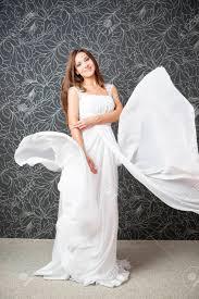 Belle Femme Indienne En Robe De Mariée Blanche Professionnel Mariée Maquillage Coiffure
