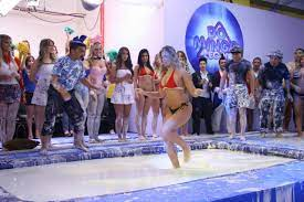 TBTDomingoLegal: relembre a incrível piscina maluca - SBT