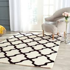 Ava Contemporary Ivory & Black Trellis Rug - Safavieh