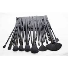 mac 24 pcs cosmetic brush set in stan