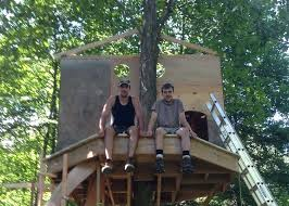 tree house building tree house building construction new treehouse building show tree house building